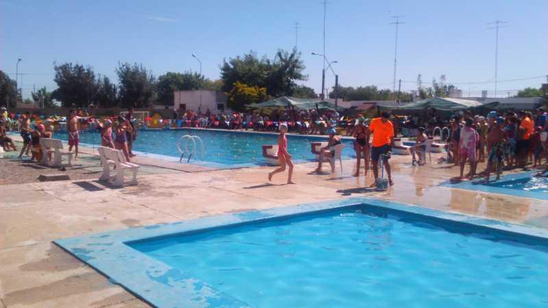 Piscinas publicas otro piscinas publicas roca gallery en for Piscina algeciras